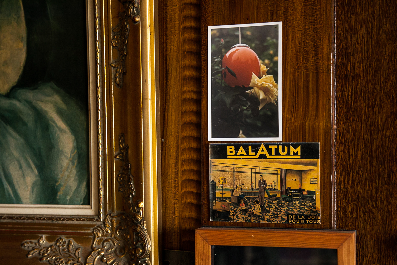 mur en bois orné de cadre et photos - photo couleur fineart projet photo choses à soi de rêvelise rohart - série ciel sonore.jpg
