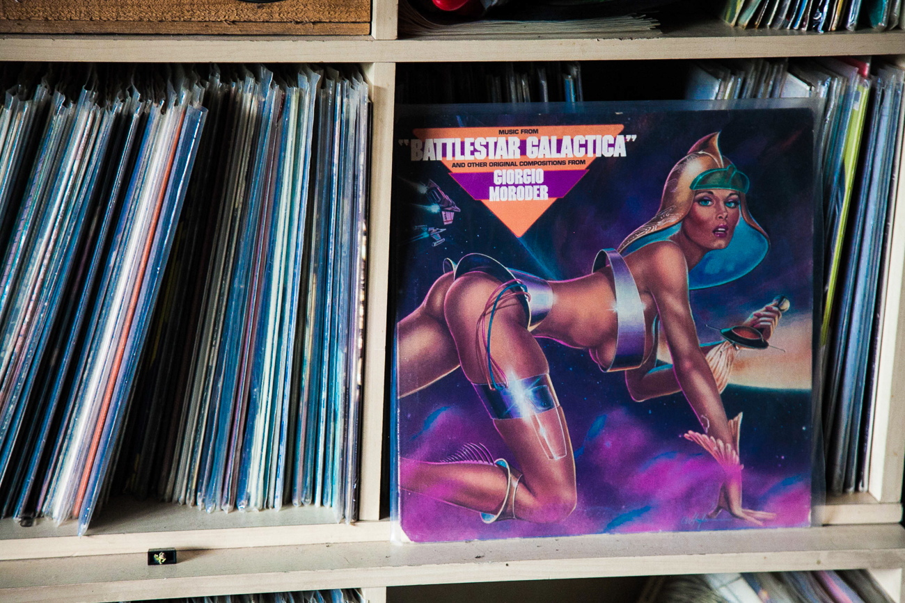 vinyles rangés - photo couleur fineart projet photo choses à soi de rêvelise rohart - série ciel sonore.jpg