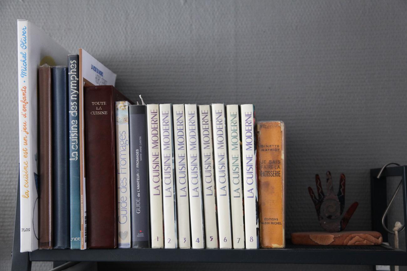 collection de livres de cuisine anciens - photo couleur fineart projet photo choses à soi de rêvelise rohart - série lise rêvée.jpg