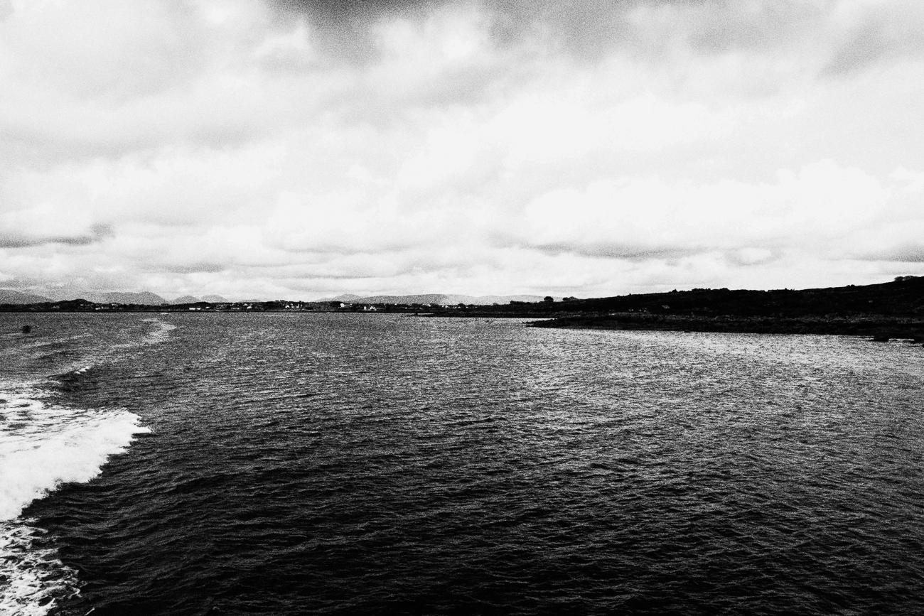 virée en mer irlandaise - photo paysage noir et blanc projet photo memoire de revelise rohart.jpg