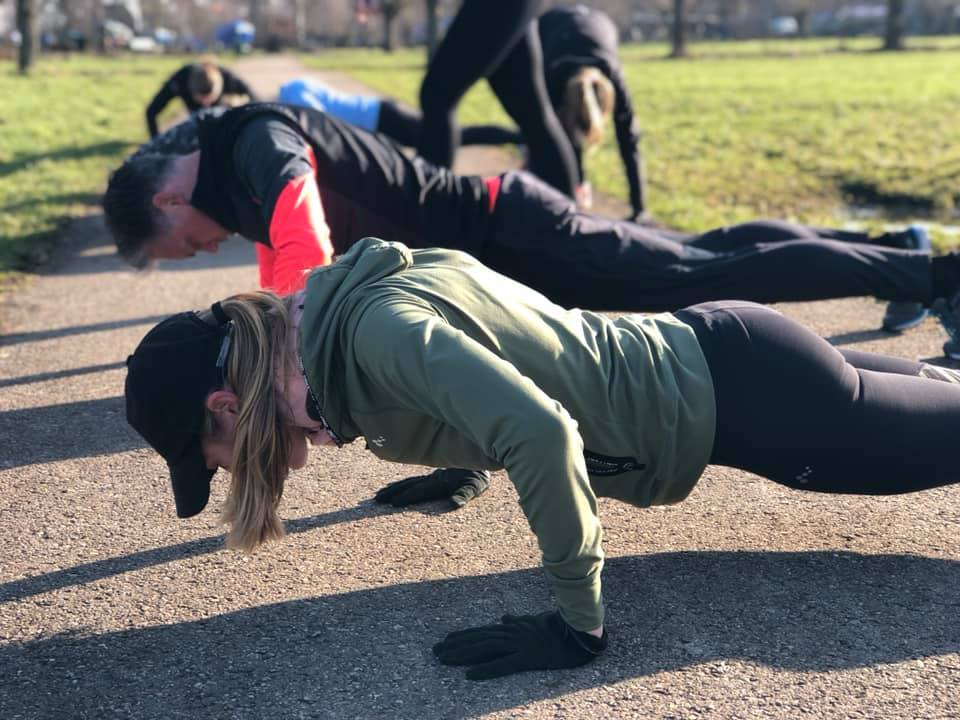 Bootcamp Training - Geen zware gewichten, maar een kracht en cardiotraining waarbij we niet veel meer gebruiken dan je eigen lichaamsgewicht. Let in het rooster even op de locatie. Goudse Hout, reeuwijkse hout, of goudasfalt.