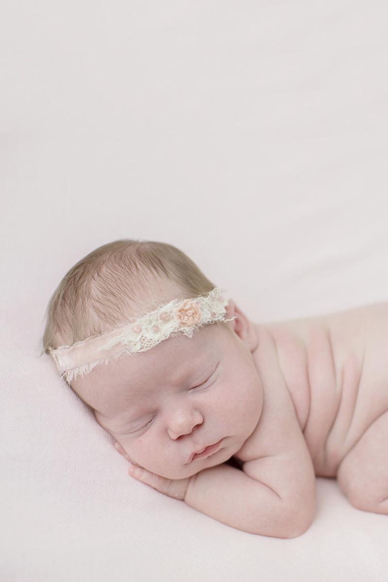 ocean-springs-newborn-photographer-headband.jpg