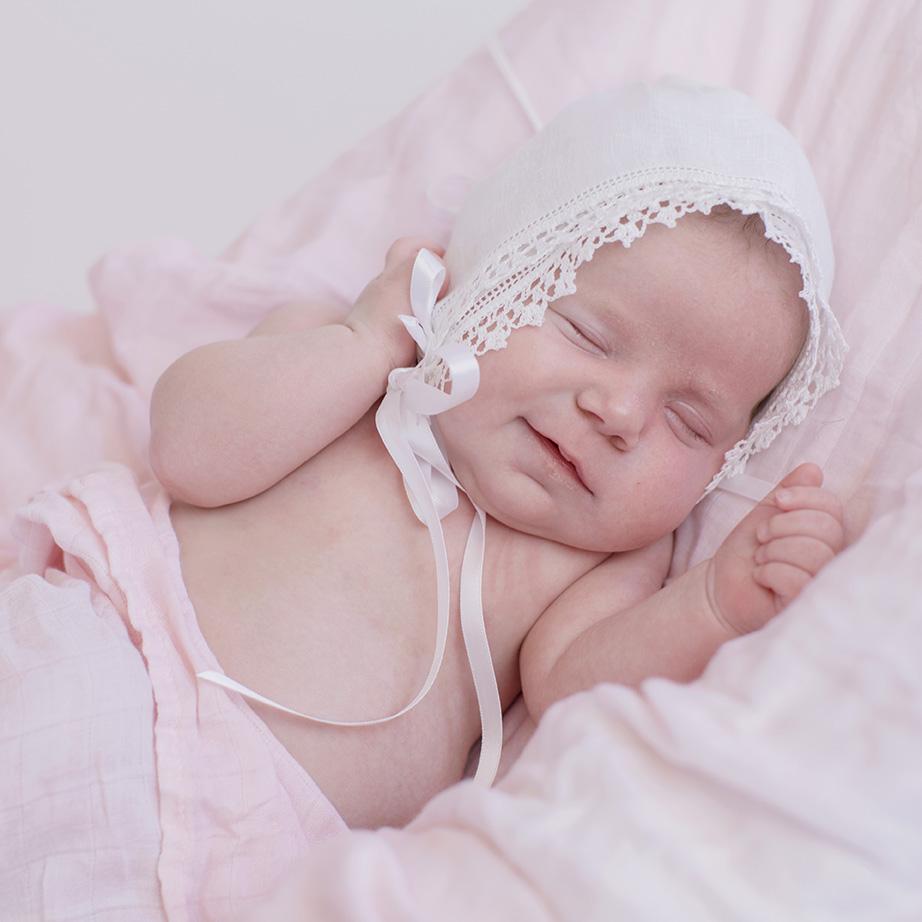 ocean-springs-newborn-photographer-heirloom-baby-bonnet.jpg