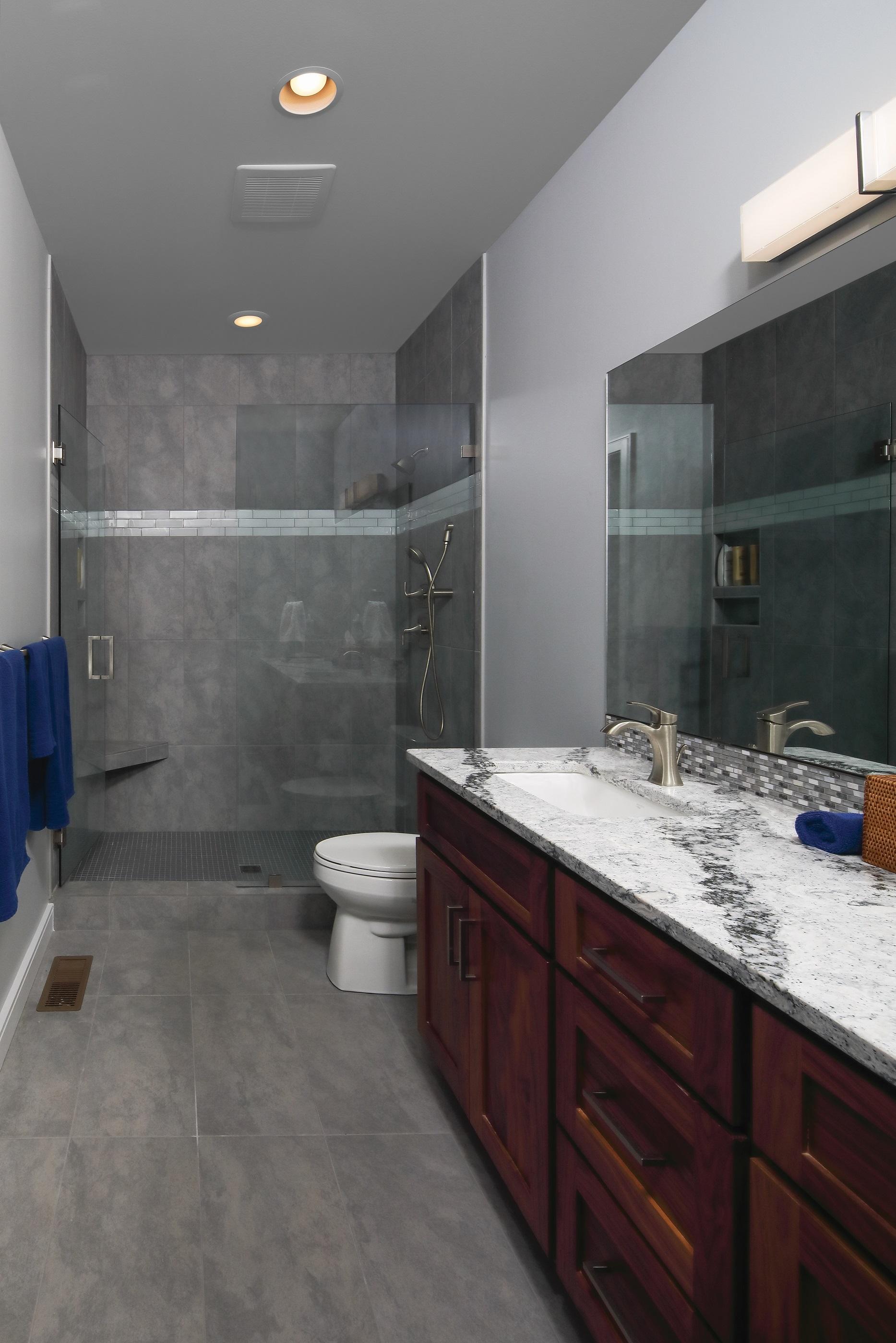 Middle BR Bath.jpg