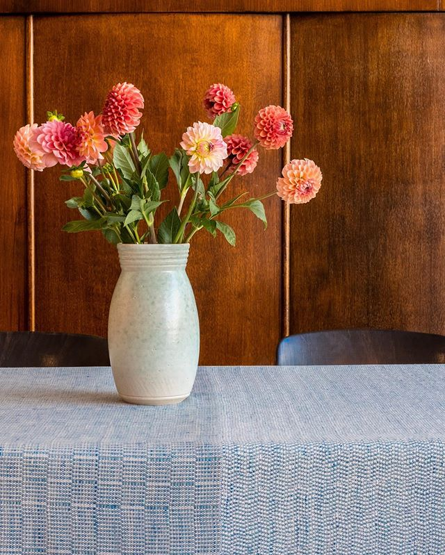 Photography for @jeudefil.textiledesign. These beautiful tablecloths are inspired by the ceramics of @carokeramiek and I absolutely love them. Thank you @boon.gent for the amazing location and @blommm.be for the flowers. How I love working together with local creatives ♥️ #lorrieworks #sharewhatyoulove . . . #lorrieworks #photography #fuji #xt2 #shoplocal #ikkoopbelgisch #creativestudio #creativefreelancer #gent #boongent