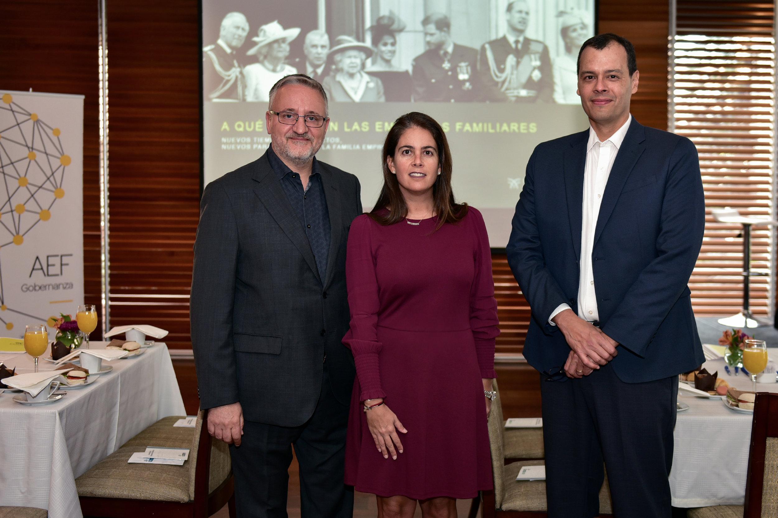 Ferran Fisas y Guillermo Salazar junto a Fernanda Hurtado Fabres de AEF Chile