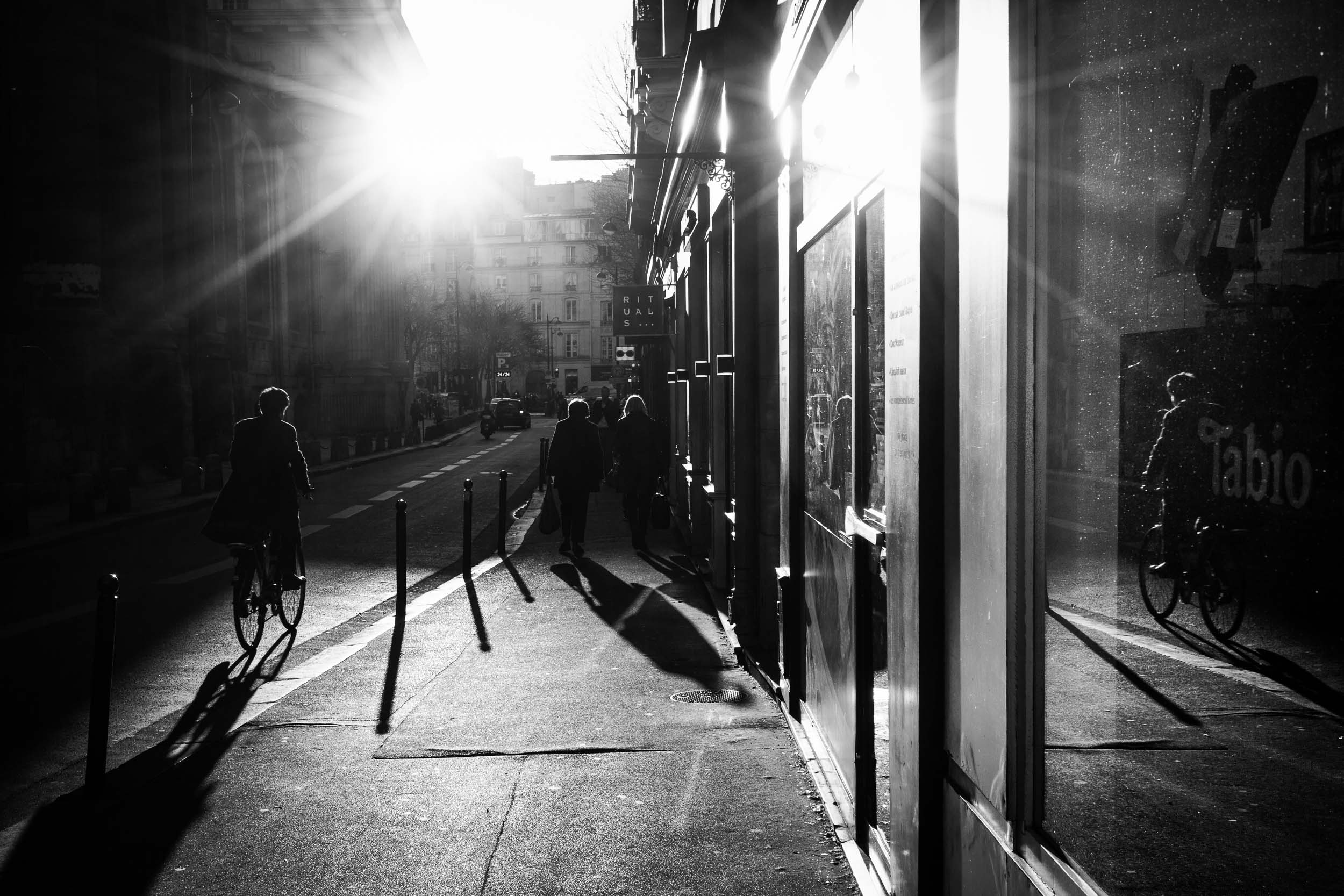 Paris-man-cycling-beautiful-evening-light.jpg