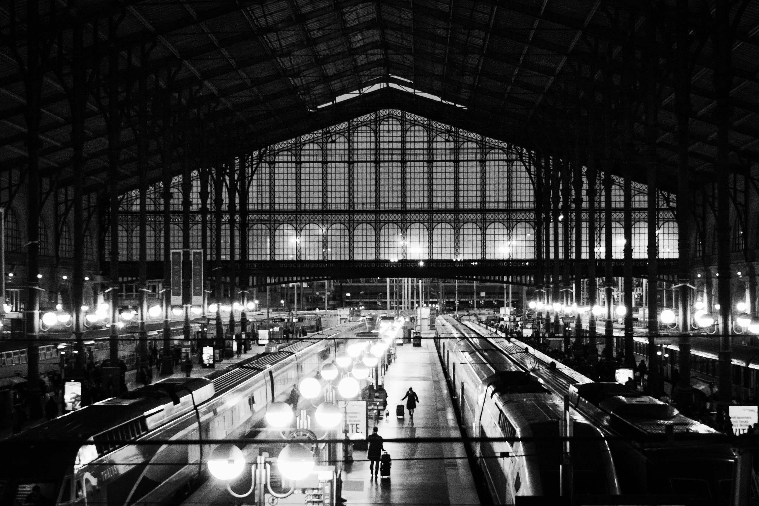 Paris-Gare-du-Nord-Two-Travelers-Meeting-at-Platform.jpg