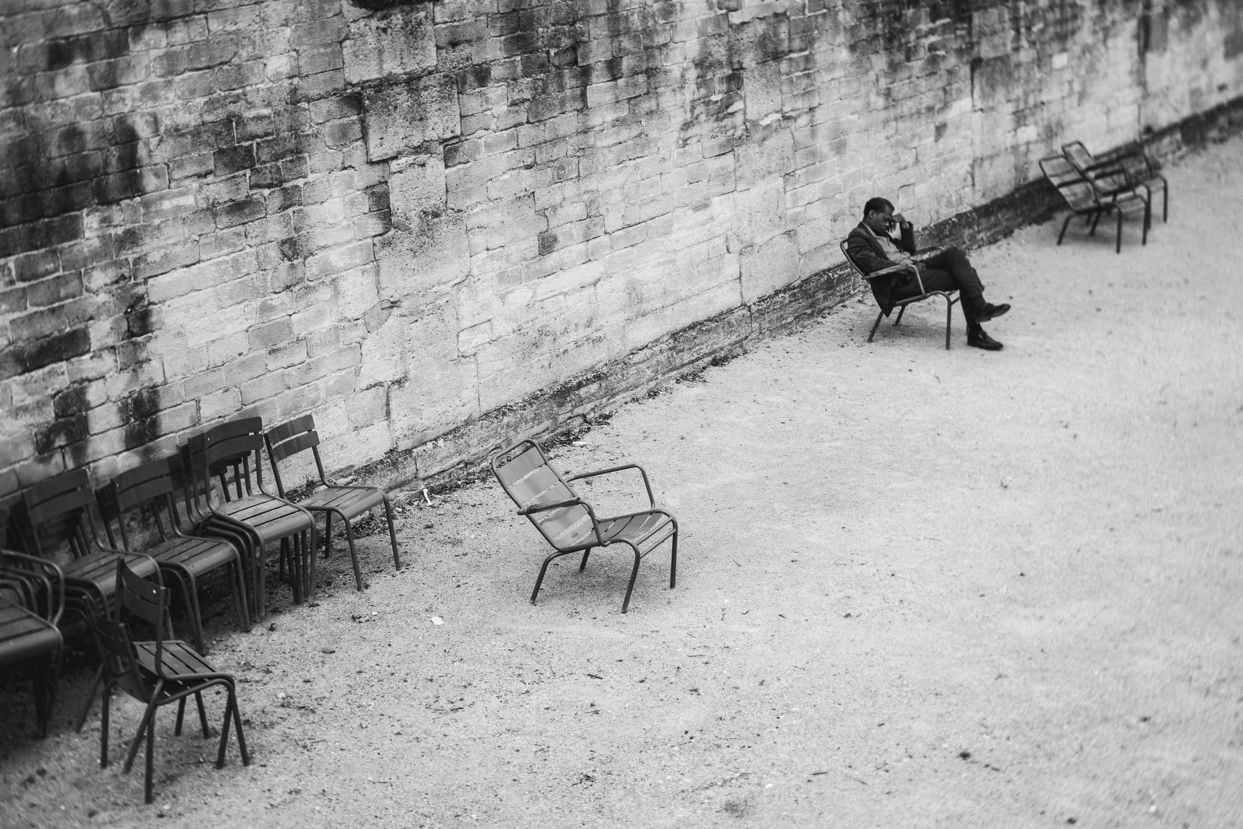 Paris-Tuileries-man-napping-in-park.jpg