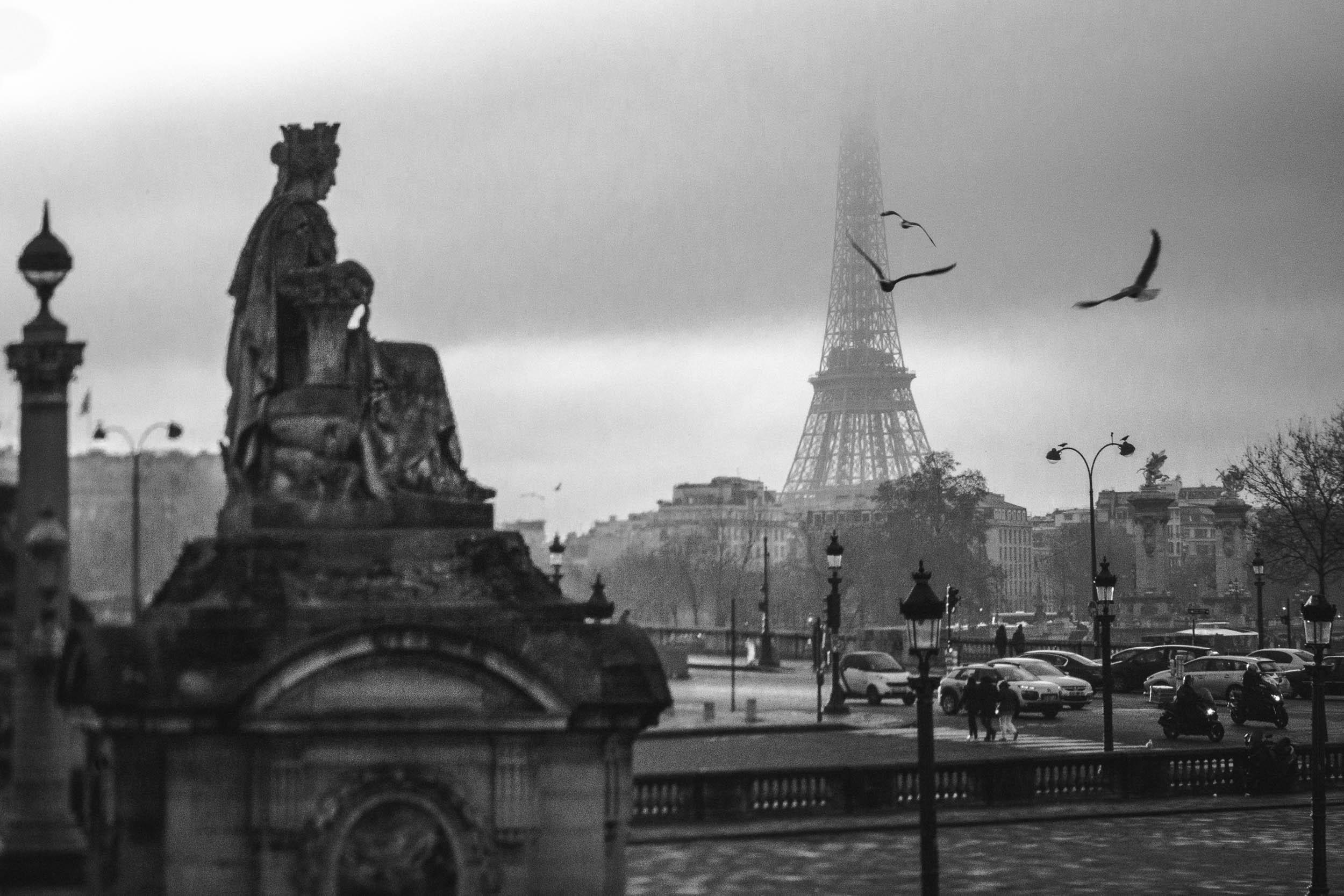 Paris-Eiffel-Tower-half-hidden-by-fog.jpg