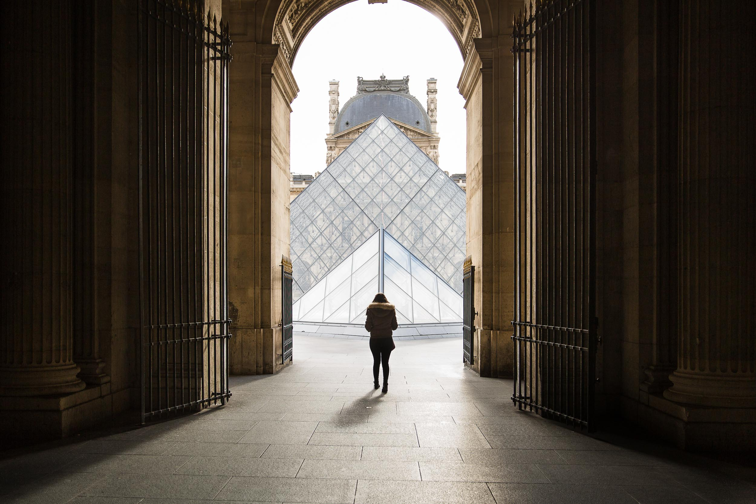 Paris-Louvre-woman-in-the-centre.jpg