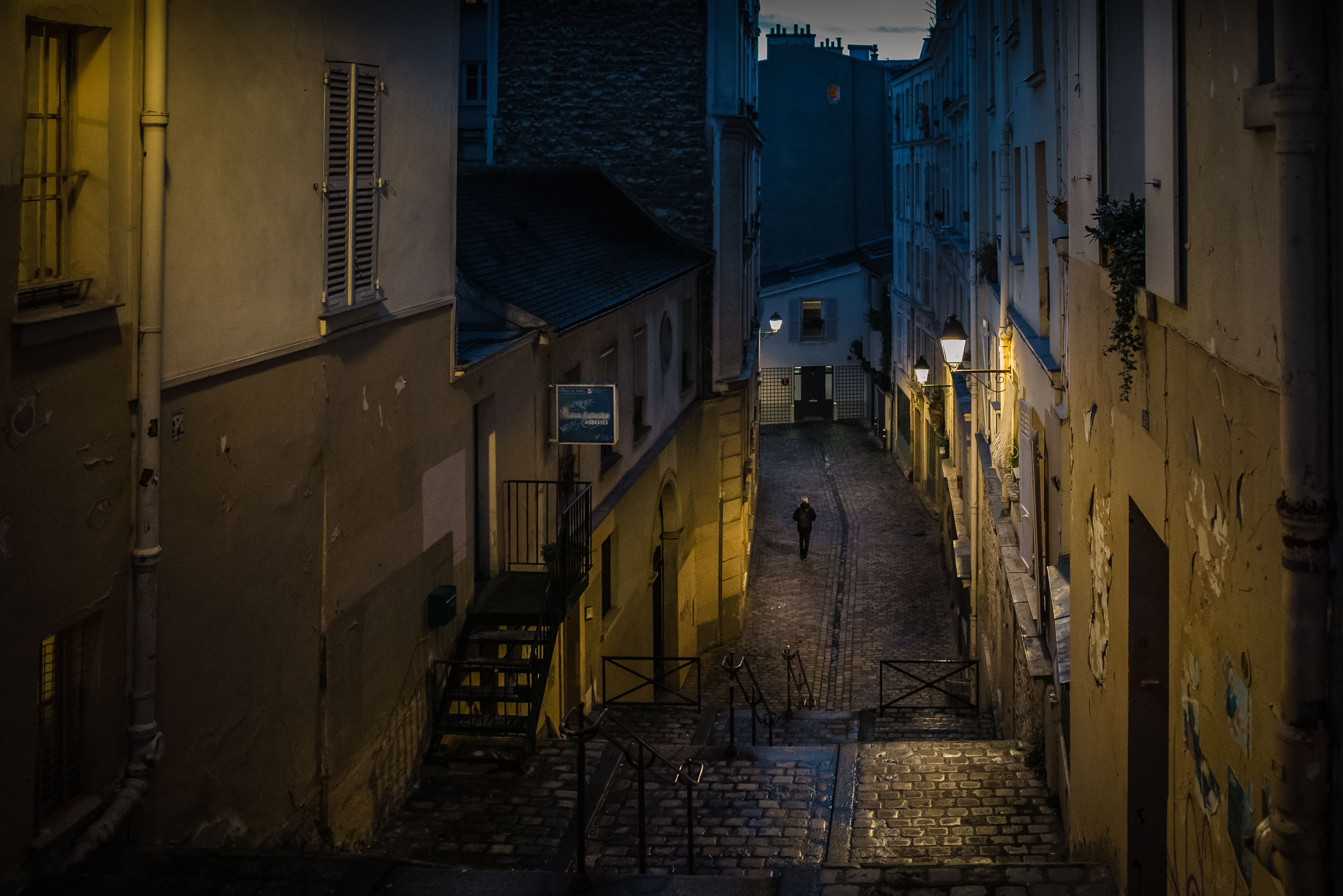 Paris-Montmartre-colorful-nightview.jpg