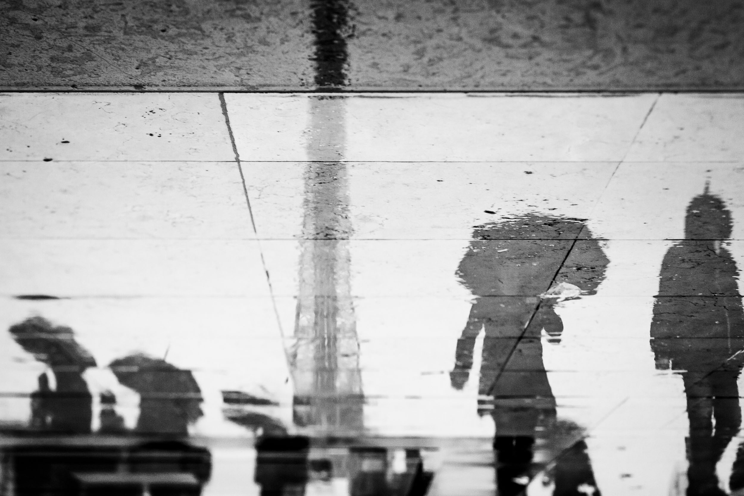 Paris-reflection-of-Eiffel_Tower-and-people.jpg