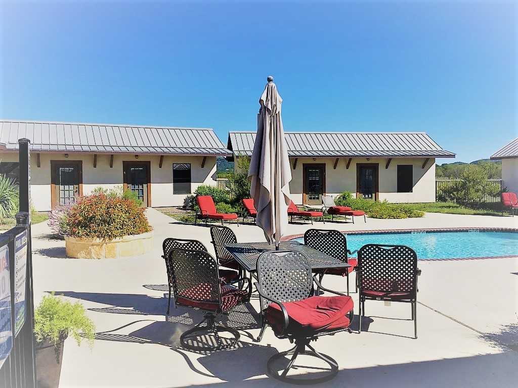 Beautiful motel style rental, perfect for families!