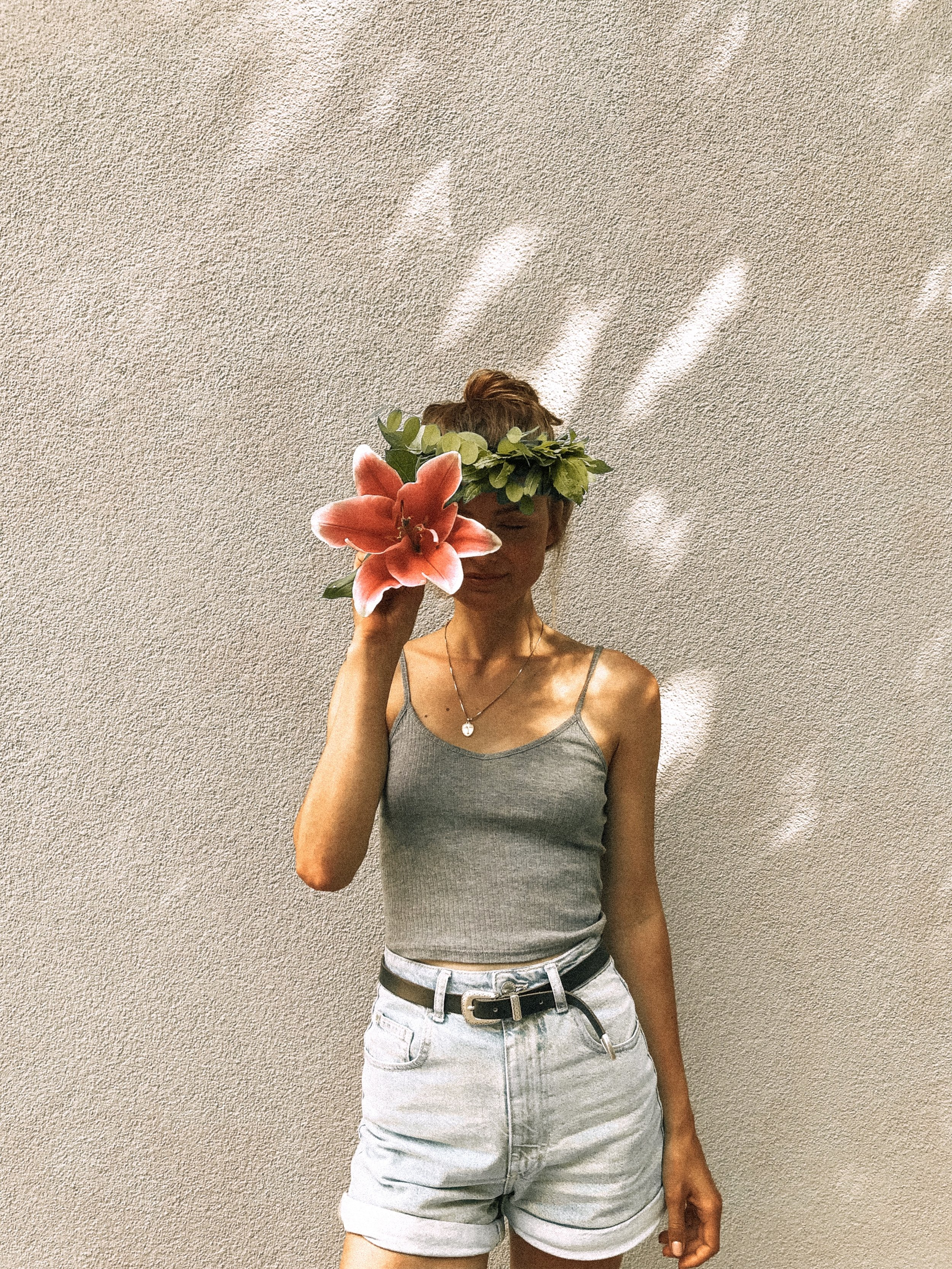 How to get rid of negative thoughts - We all put ourselves down way too often. We think, we are not worth it. We are not pretty enough, not skinny enough, not smart enough. We are simply not perfect.