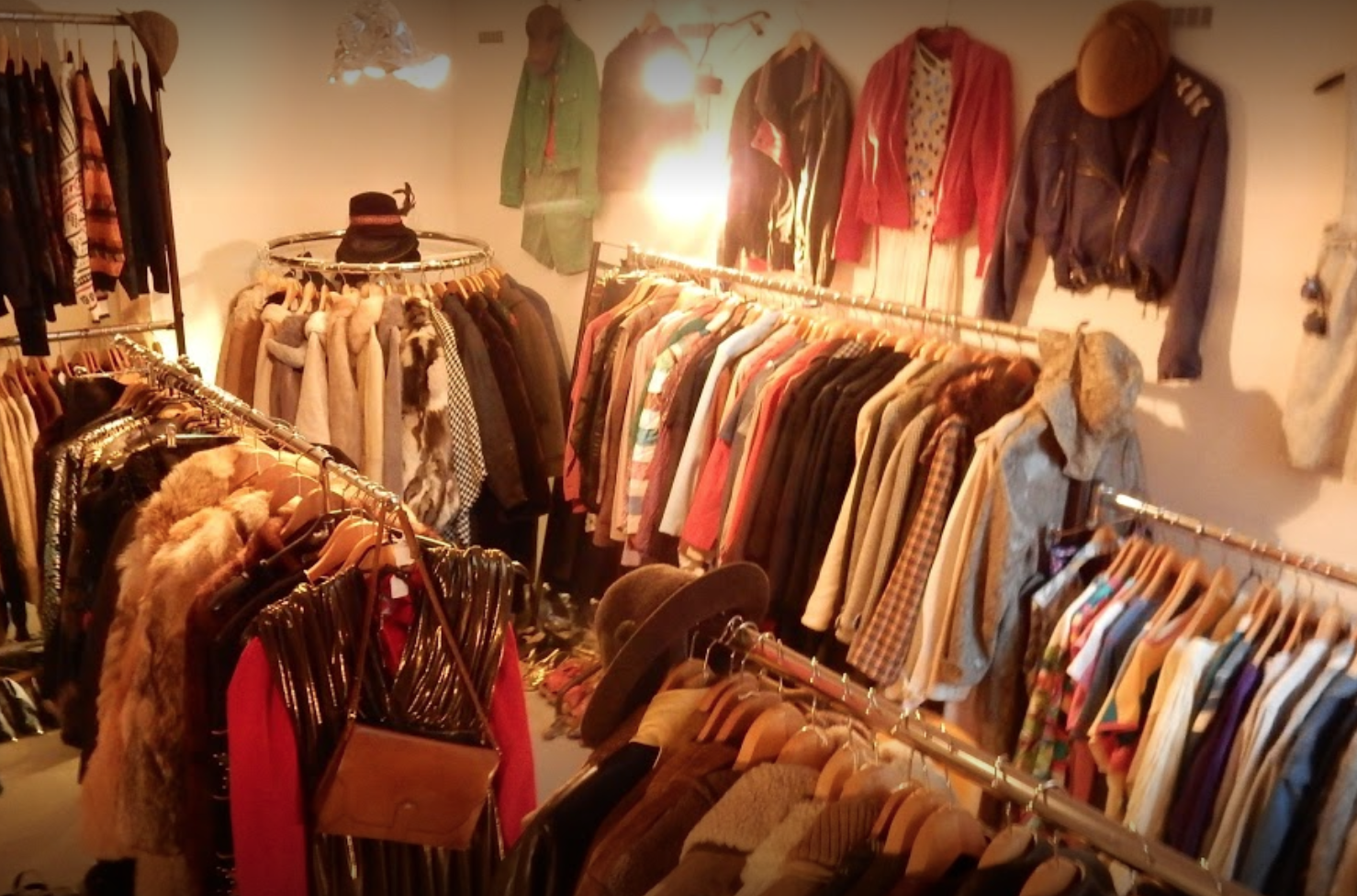 VINTAGE STUFF - Zehdenicker Str. 14, 10119 Berlin- Second hand that looks really cool, unique and retro- very curated and stylish