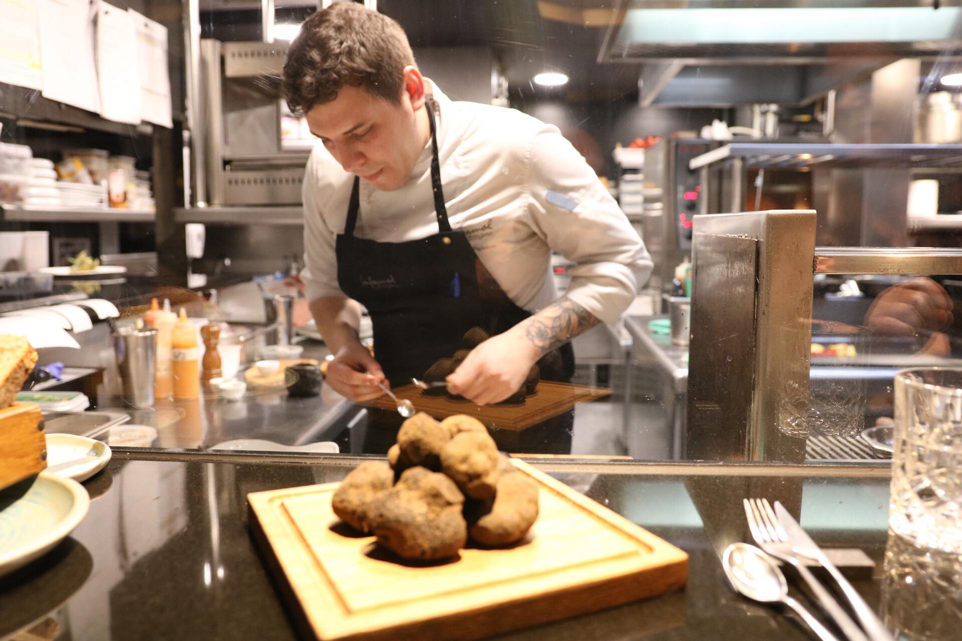 inf chef action black truffle2019.jpg