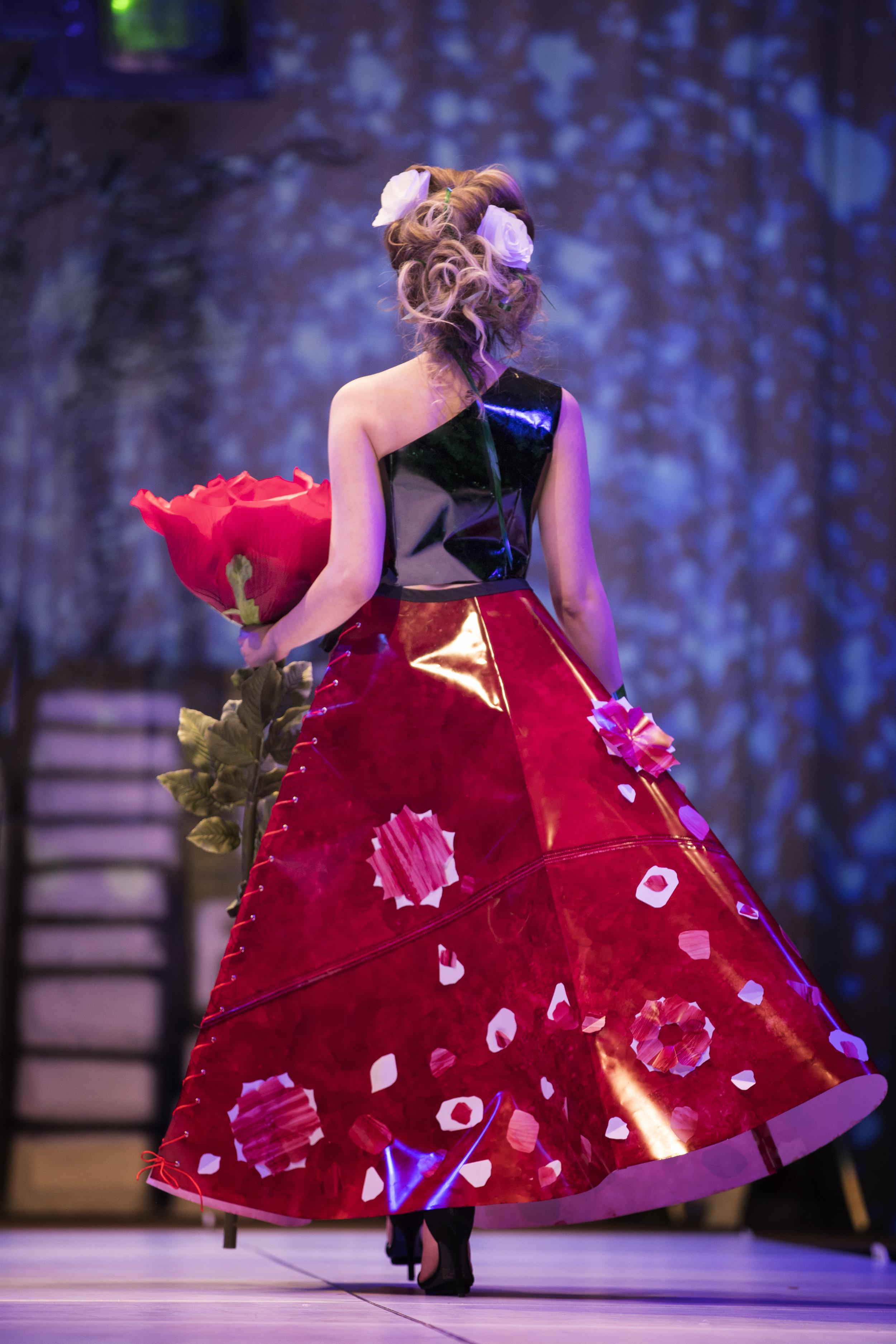 2018 Paper Fashion Show - 118.jpg