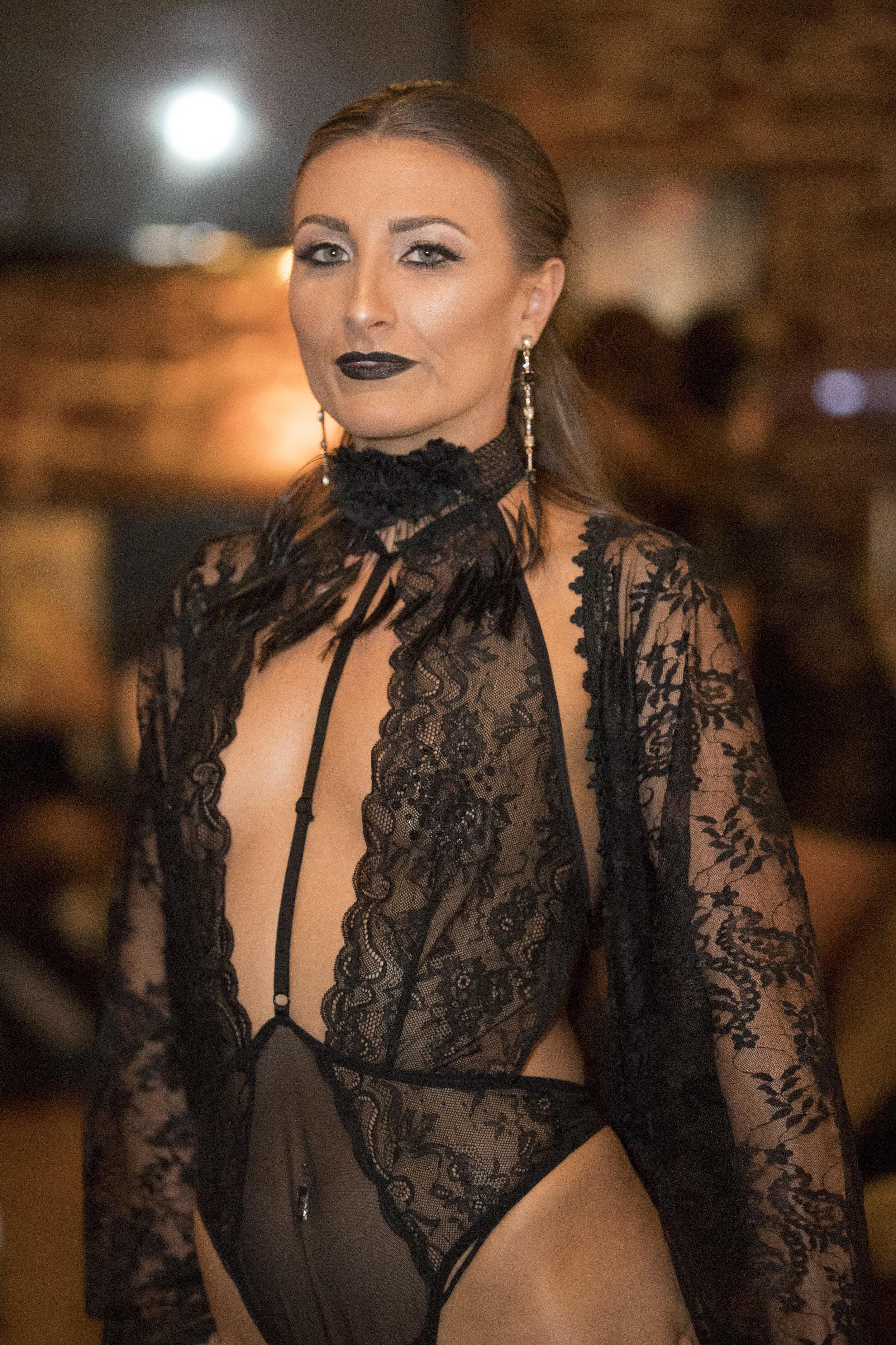 RAW SAVOR - Femme Fatele Backstage - 014.jpg