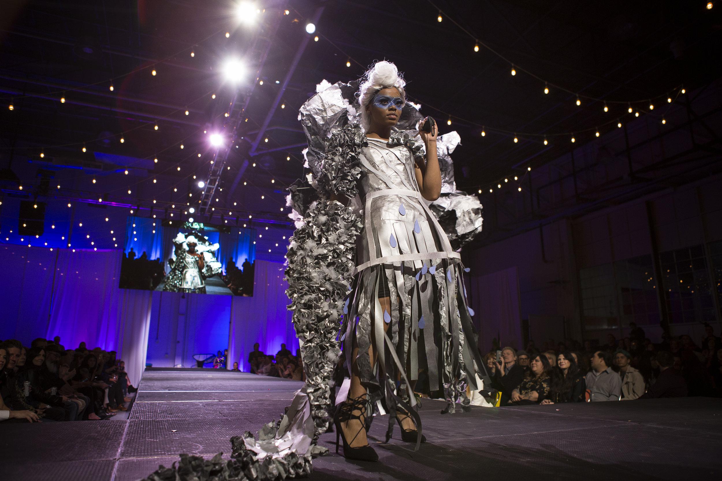 Paper Fashion Show 2019 - 002.jpg