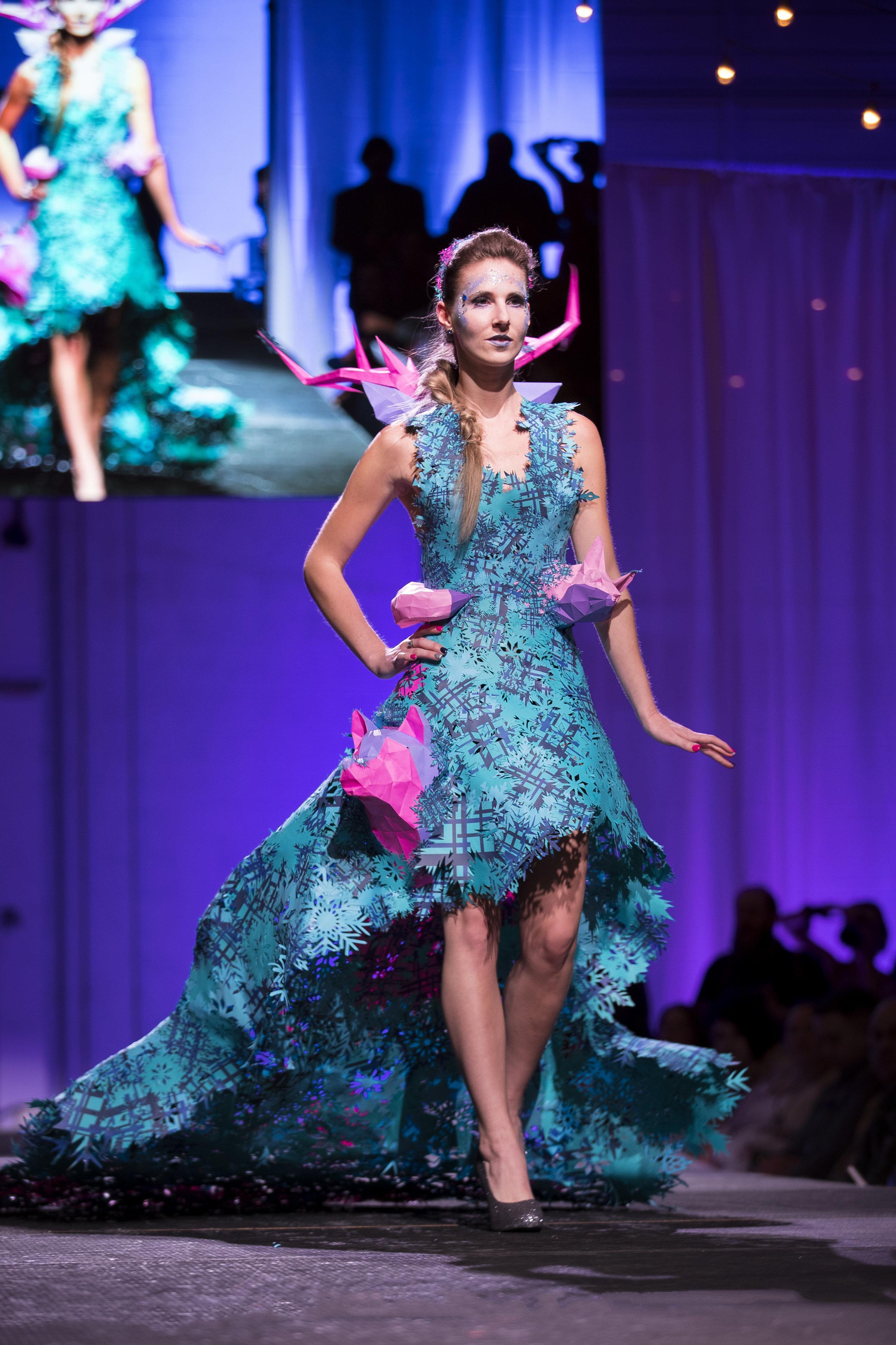 Paper Fashion Show 2019 - 044.jpg