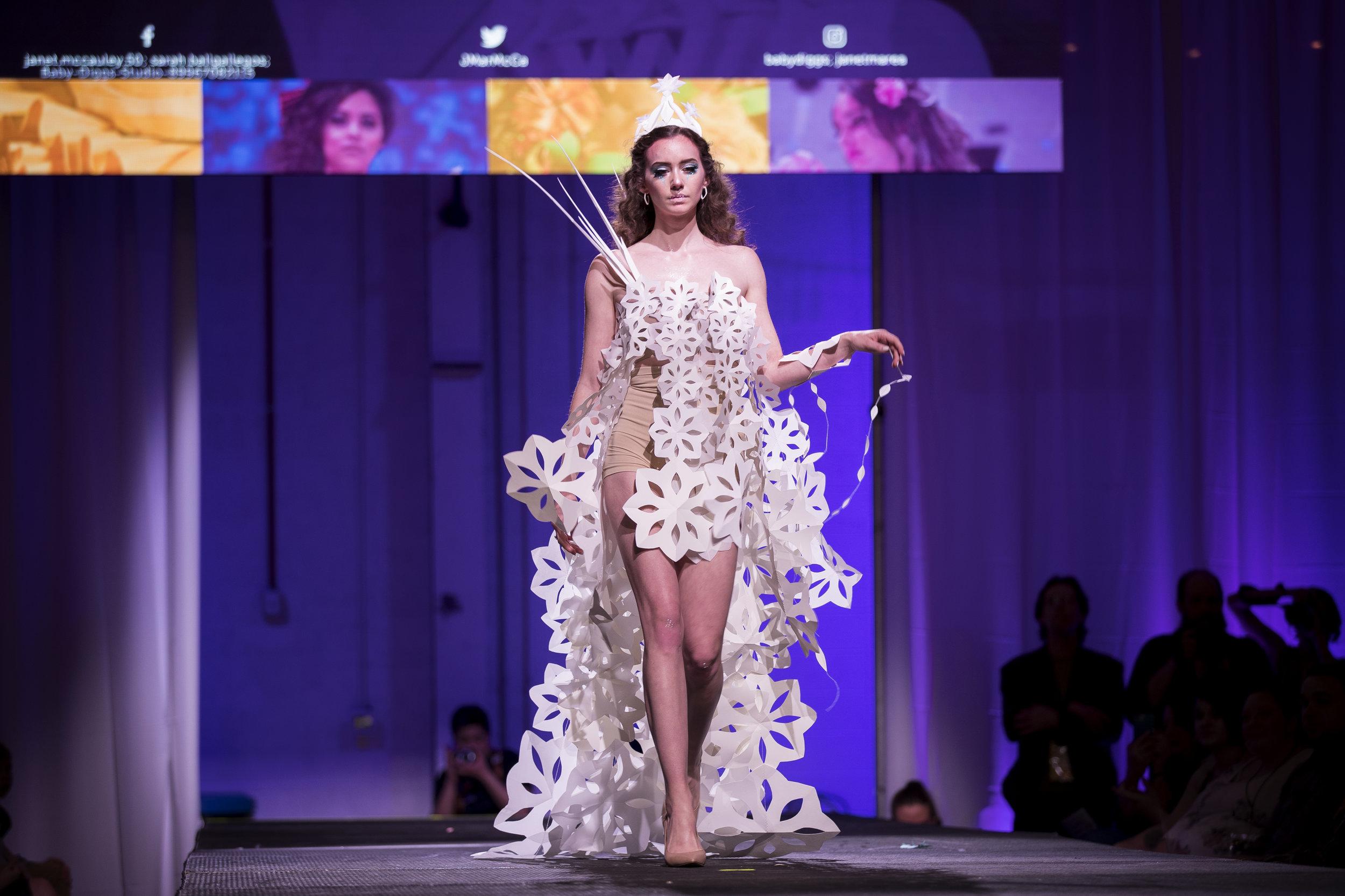 Paper Fashion Show 2019 - 058.jpg