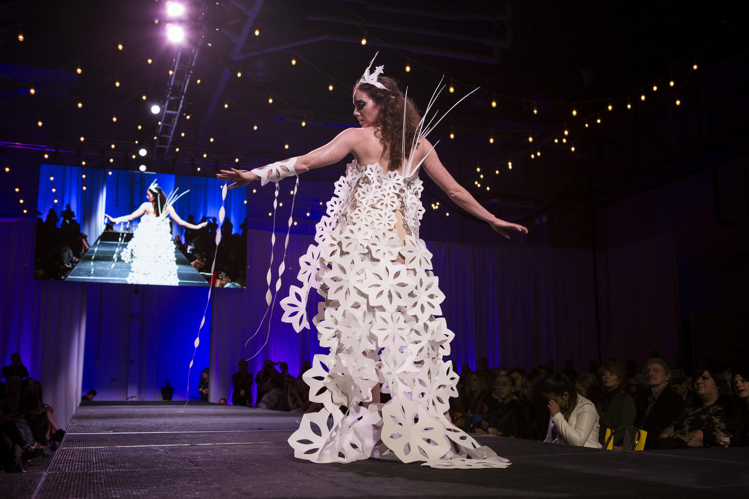 Paper Fashion Show 2019 - 060.jpg