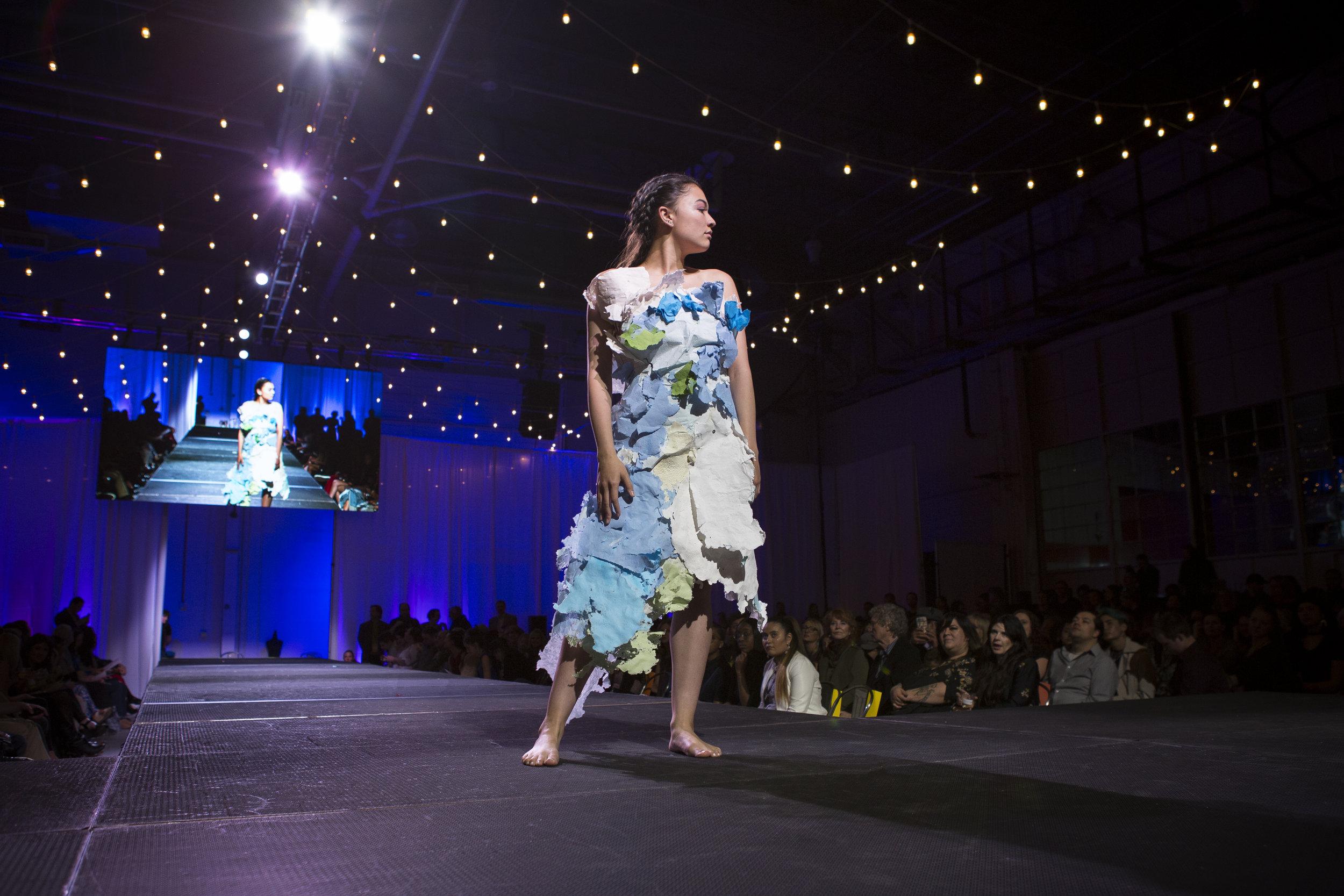 Paper Fashion Show 2019 - 064.jpg