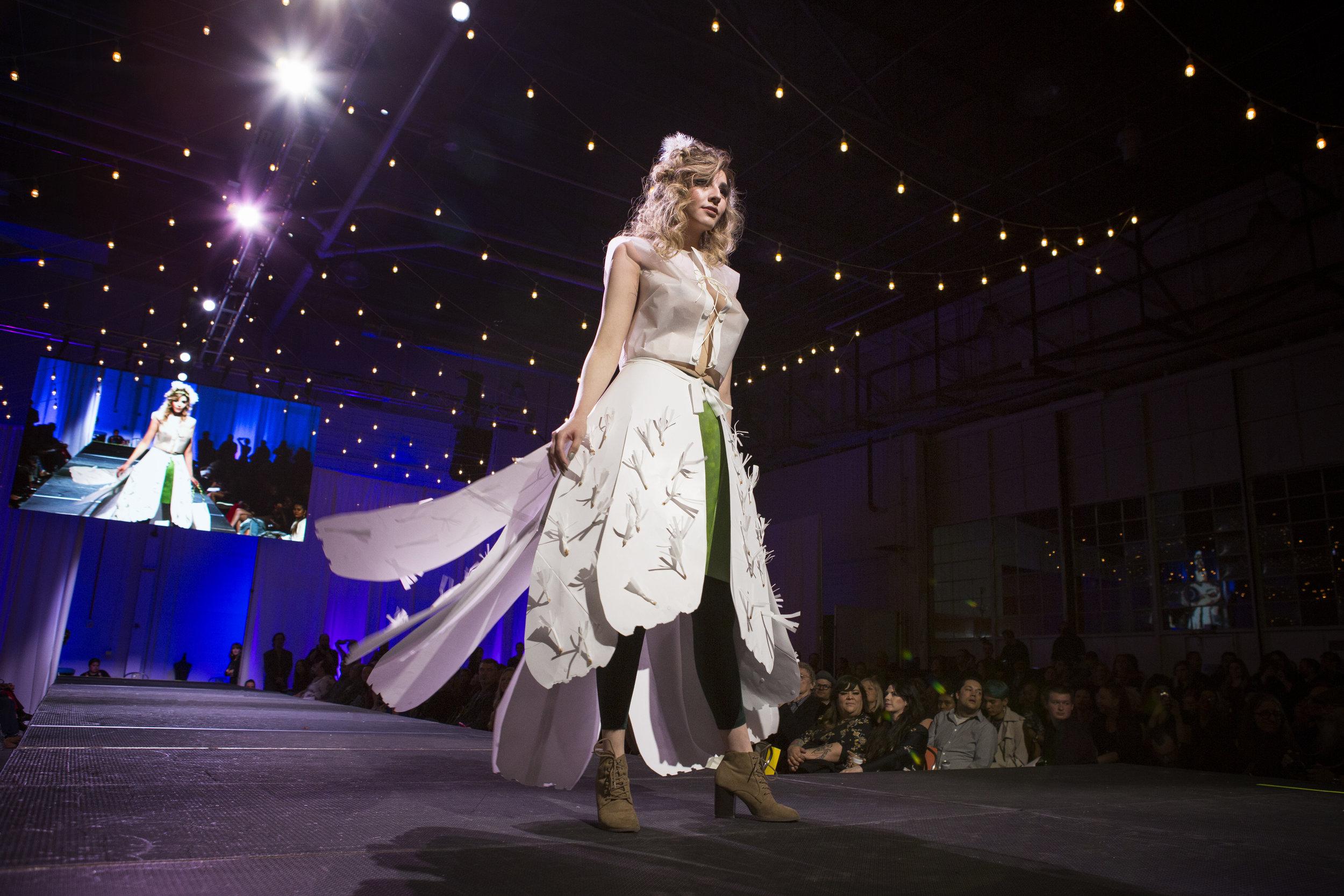 Paper Fashion Show 2019 - 070.jpg