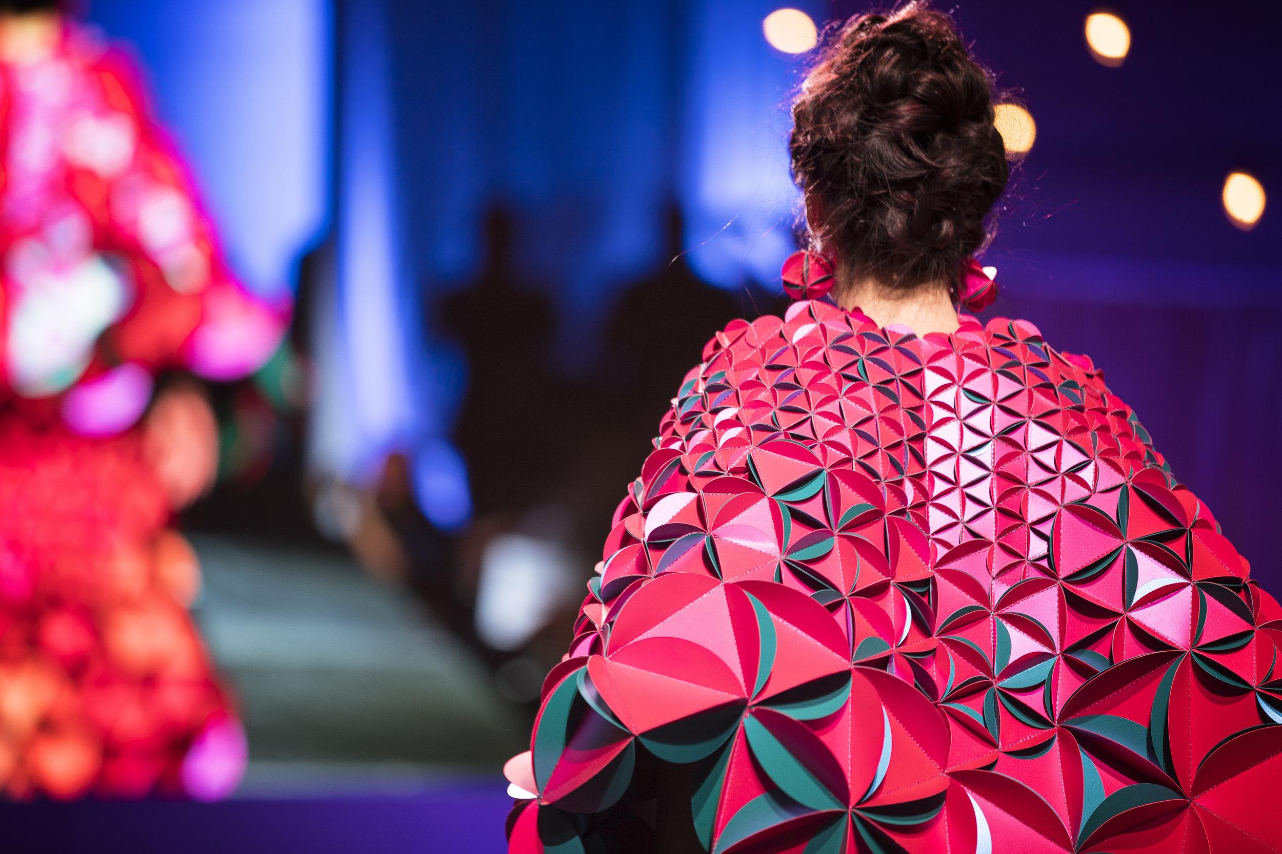 Paper Fashion Show 2019 - 075.jpg