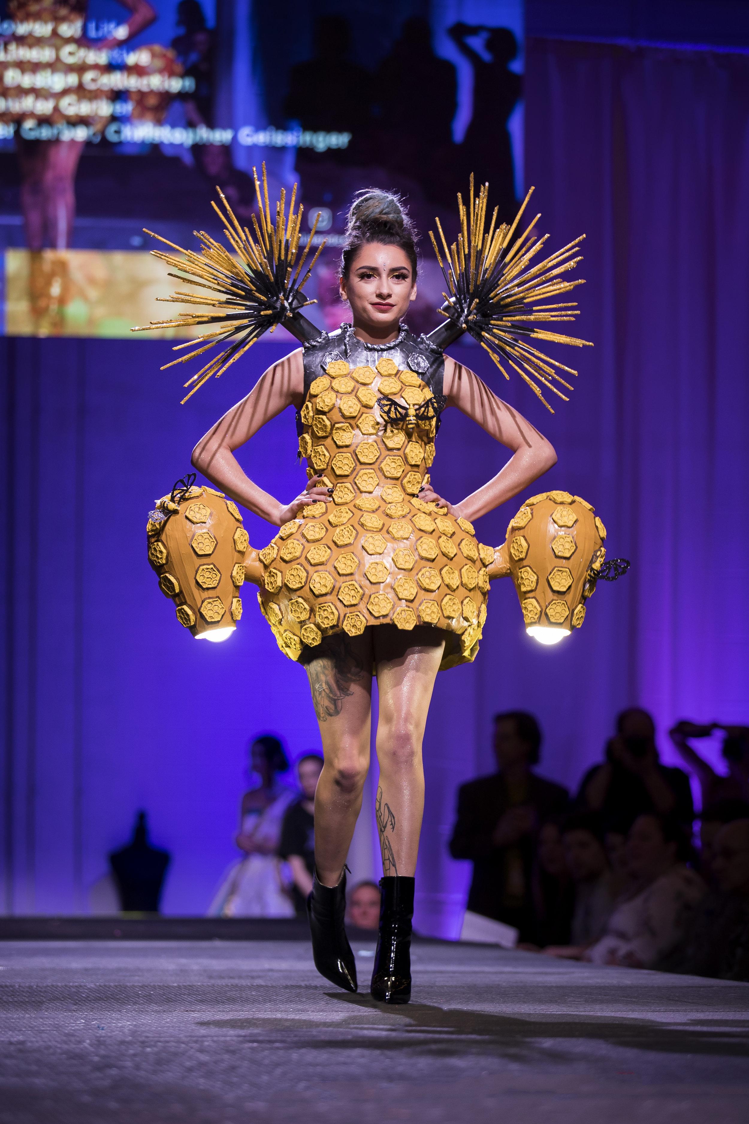 Paper Fashion Show 2019 - 078.jpg