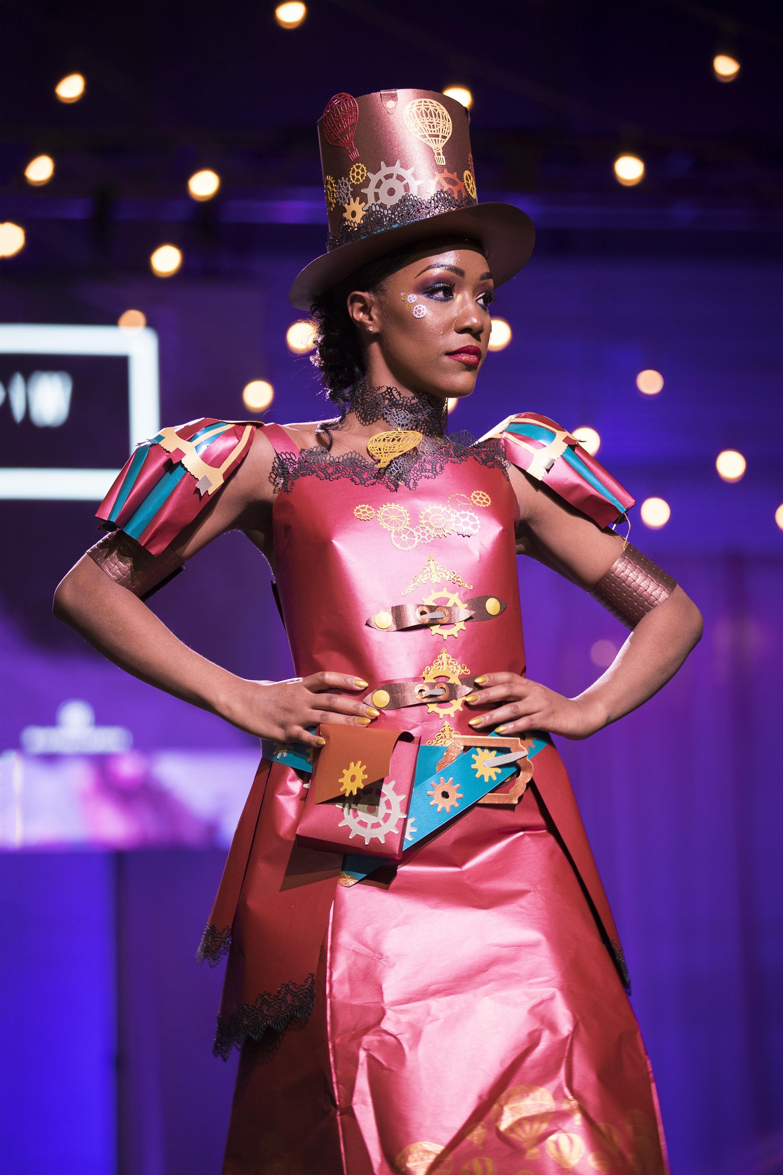 Paper Fashion Show 2019 - 081.jpg