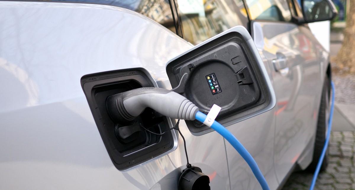 BMW_i3_charging_port_1200a.jpg