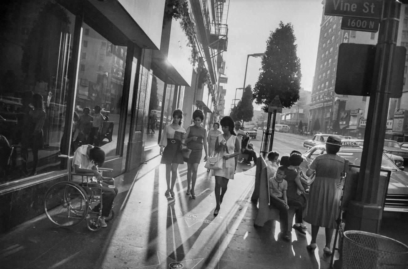 "Garry Winogrand, ""Los Angeles"" 1969 © The Estate of Garry Winogrand, courtesy Fraenkel Gallery"