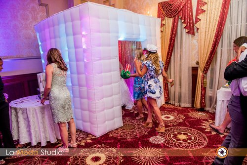 Enclosed Photo Booth New Jersey — La Moda Photo Booths
