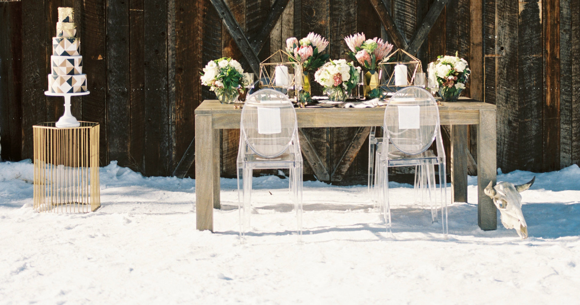 Contemporary-Winter-Wedding-Inspiration-by-Rachel-Havel-and-Bluebird-Productions-13-1900x1000.jpg