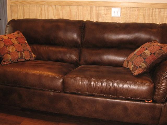 Tour-24-Regular Suite Sofa.jpg