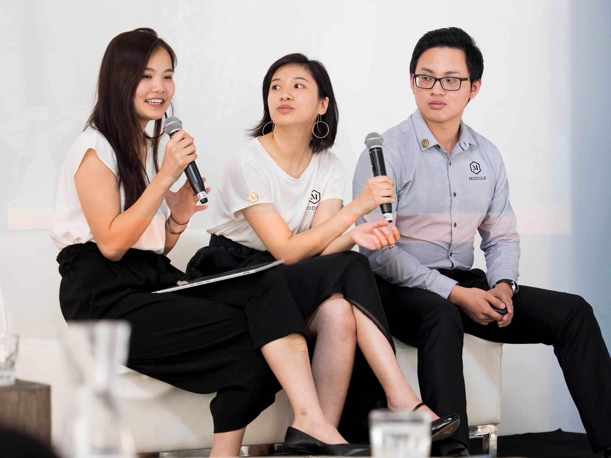 Modulr Tech's cofounders - Julia Huynh, Andrea Yee, and Khoi Phan presenting at the Unearthed Solutions Perth Demo Day 2017