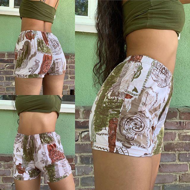 Shorts short shorts... 🌸$20 🌸Two Styles Available DM FOR ANY QUESTIONS OR INQUIRIES! . . . #lokelanisroti #lokelanilooks #polynesianinspired