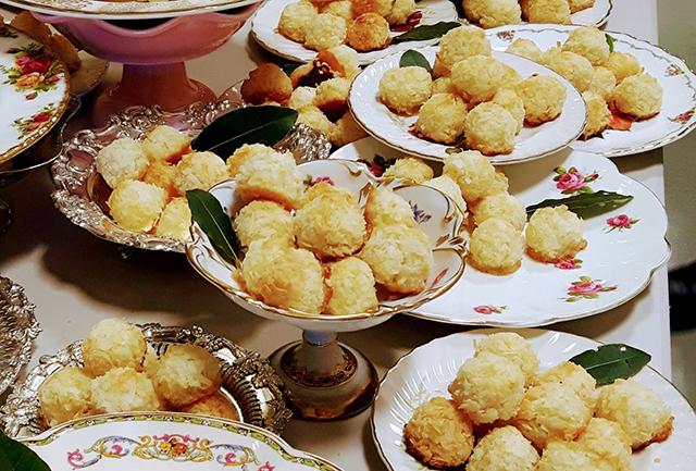 Lemon zest macaroons