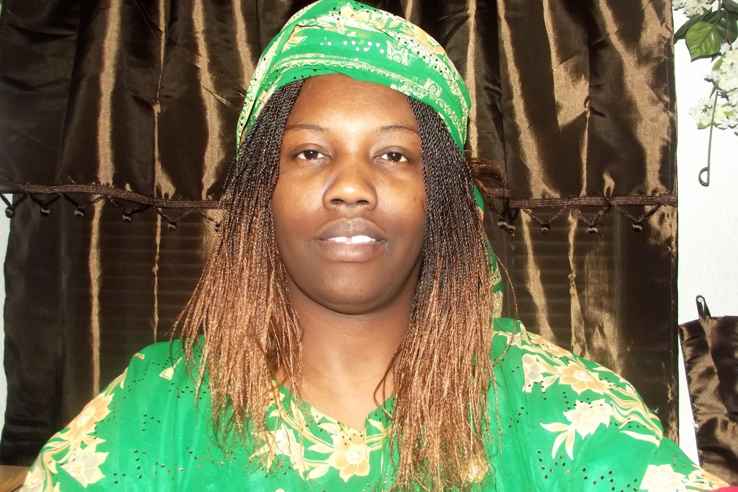 40s Elizabeth Ajongo, Service