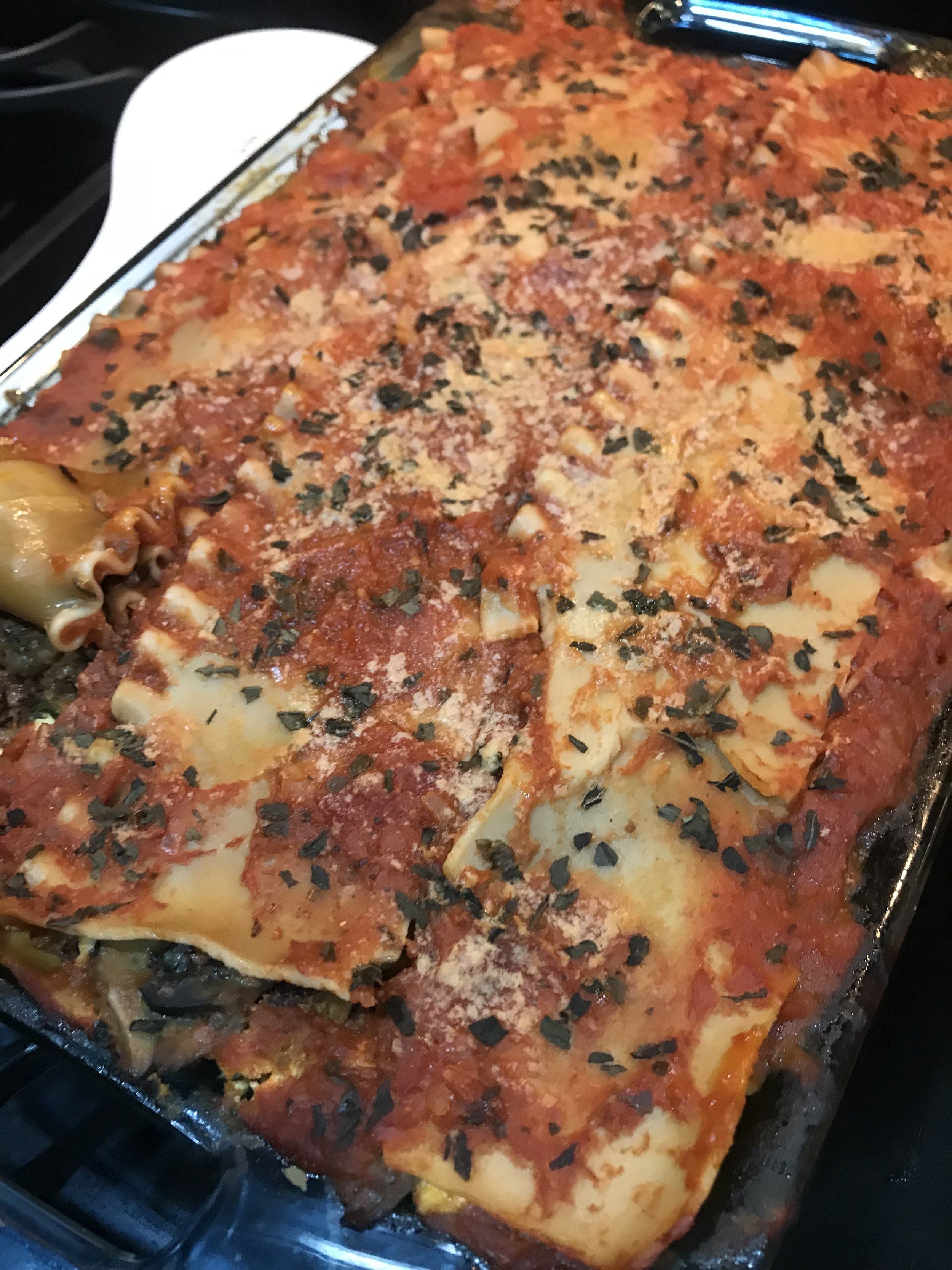 One of my favorite recipes is to bake vegetable lasagna with almond ricotta cheese.