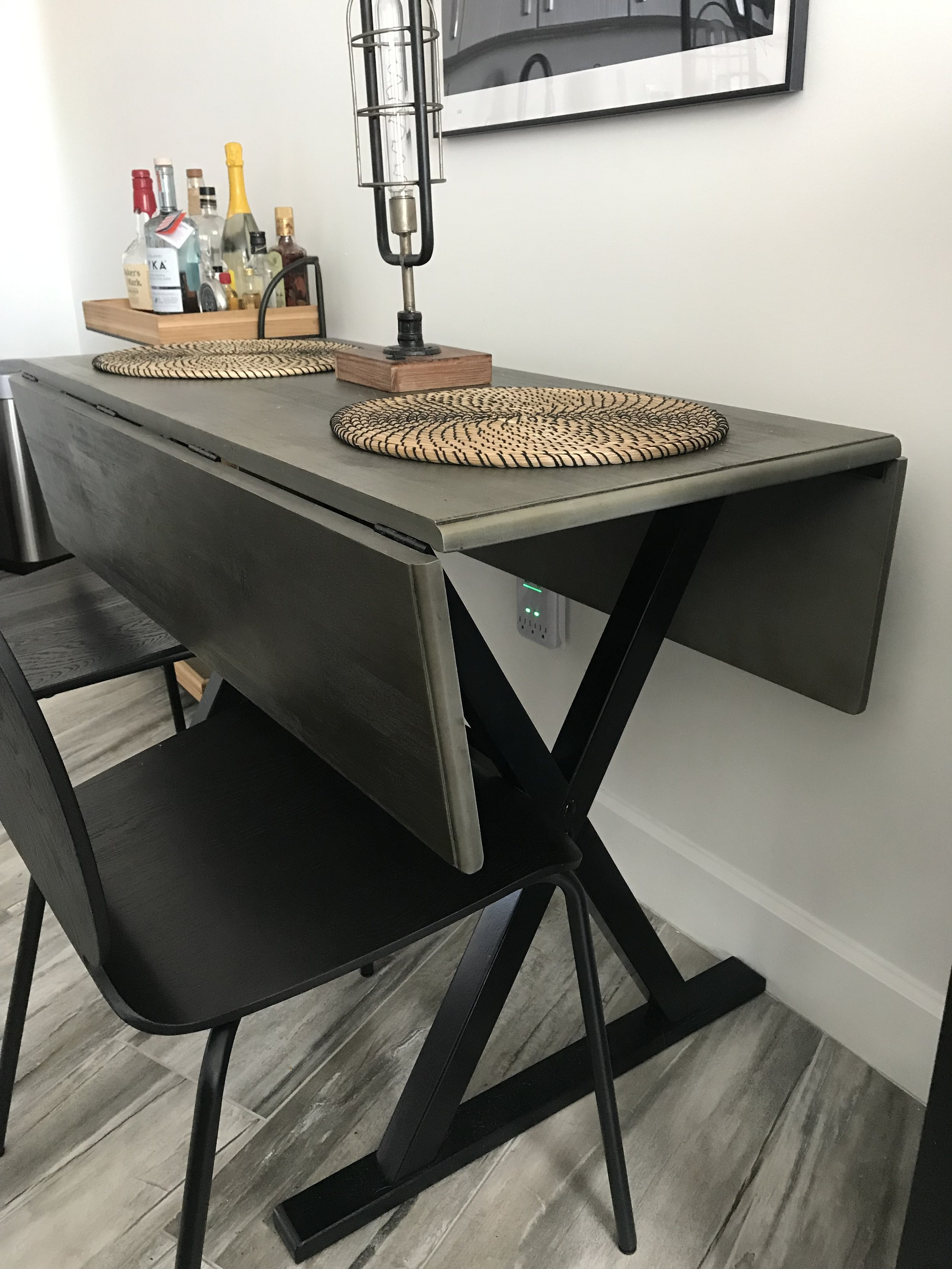This table comfortably seated six people