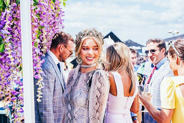 This glorious weather has us reminiscing on Melbourne Cup Day at Tipple - sunshine and good times! ☀️✨ @naturalartflowers #thetippleeffect #derbyday #melbournecup #springracing #springcarnival #perth #perthevents #perthisok #pinktankevents