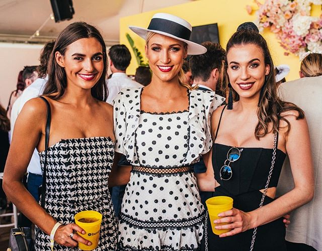 Can we take a moment and appreciate all the black and white fashion on Derby Day! Especially from these three babes in the @bumble_australia Hive 💛 #bumbleaustralia #thetippleeffect #derbyday #melbournecup #springracing #springcarnival #perth #perthevents #perthisok #pinktankevents