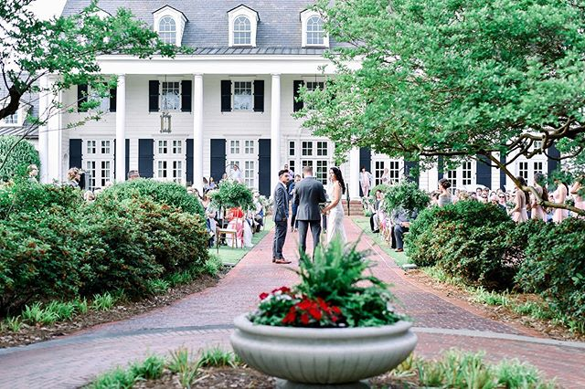 Such a beautiful wedding at an amazing Southern Venue. pine Pine Lakes Country Club was nothing short of spectacular and charming and romantic! #pinelakescountryclub @pinelakescountryclubweddings