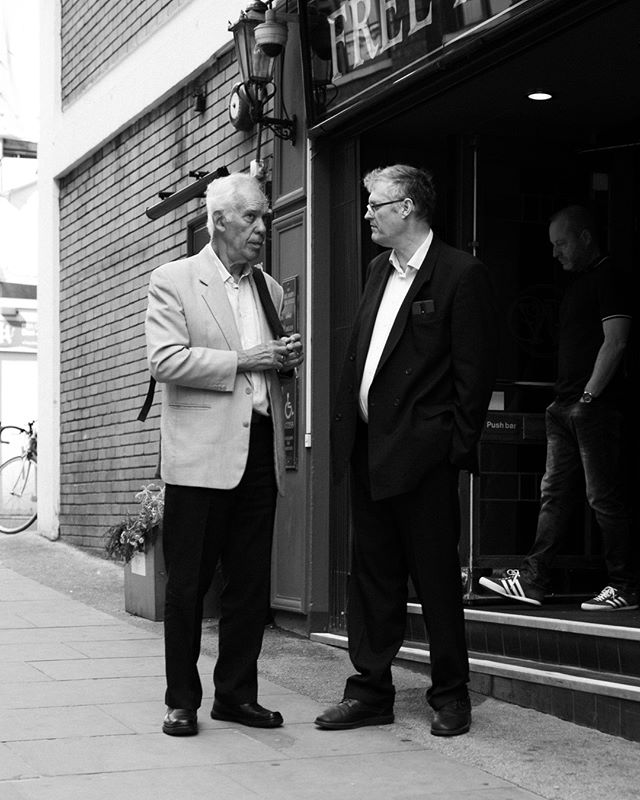 """Photography has the capacity to provide images of man and his environment that are both works of art and moments in history."" ⁣⁠ – Cornell Capa⁣⁠ ⁣⁠ Not saying that this is a work of art by any means, hehe. I just caught these two gentlemen outside a pub in London on a bright sunny day. I think they were just finishing off their lunch or meeting, taking time for the last talking points before going separate ways. ⁣⁠ ⁣⁠ I like that about the British culture, the place to meet your friends, connections or business relations can be in the pub, either over some simple food or just a pint. Either way, it is a natural meeting point for any occasion. ⁣⁠ ⁣⁠ Do you have a favorite bar, pub or hangout place in your city?⁣⁠ ⁣⁠ 📷 : #LeicaQ, #Summilux28mm, f4"