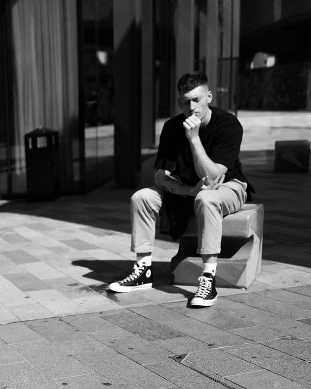 "A photograph is a secret about a secret. The more it tells you the less you know.""⁣⁠⠀ – Diane Arbus⁣⁠⠀ ⁣⁠⠀ This capture was taken on a walk through the Shoreditch district on my to SoHo, and as I passed an office building I noticed this guy sitting outside in the sun pondering about something. He seemed kinda lost in thought, and there was something about the lines and shadows that interested me. ⁣⁠⠀ ⁣⁠⠀ As of late I also have had a lot of things to ponder about. Decisions about which direction my life should take, where to put my focus and how to maximize the life, work, play balance. It's a content process and I do enjoy the challenge of taking an introspective look at my self, where I am, where I want to be, and then what the next steps are to take me forward. I watched a video with @caseyneistat where he talked about the #tarzanmethod - meaning we swing from liane to liane, that life is not a straight line toward the goal, but more steps in different directions that move you forward and towards the goals you set for yourself. I like that analogy - and I am very curious about where my next liane is going to take me. ⁣⁠⠀ ⁣⁠⠀ 📷 : #LeicaQ, #Summilux28mm, f4"