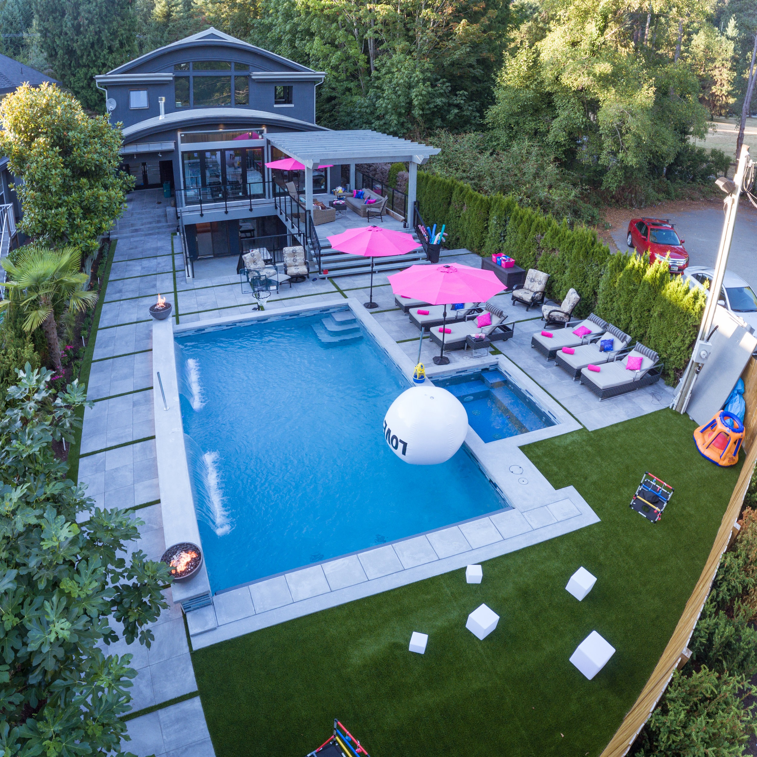 Residential Synthetic Grass - It is not uncommon for homeowners to feel overwhelmed with all there is to do to maintain their home. Spending time maintaining your yard is a tedious task. Converting your residential property to synthetic grass is a life changer. Own a beautiful yard without the fuss. Most importantly, our synthetic turf is safe for pets and kids.