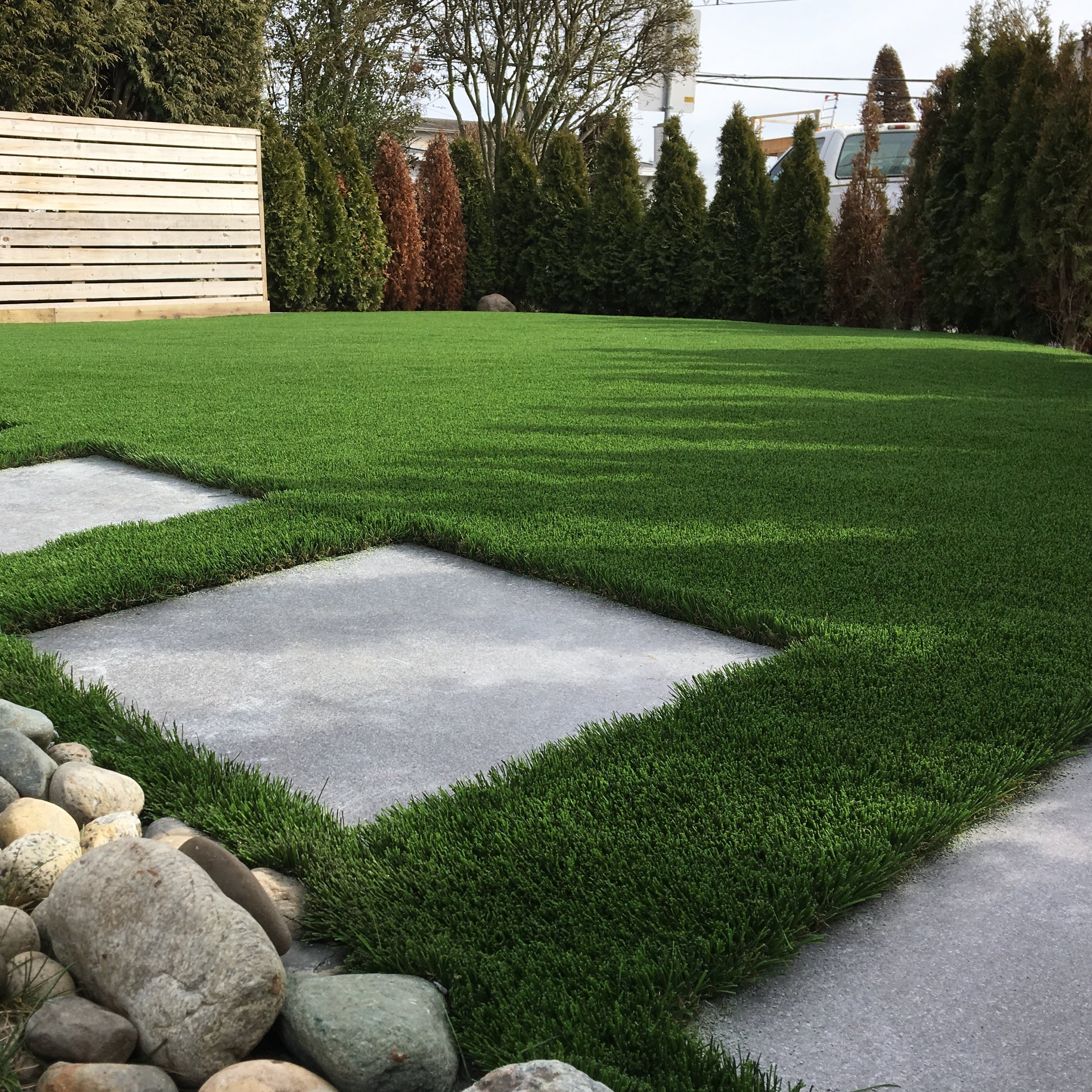 REALISTIC AND DURABLE - Our synthetic grass is soft and luscious — feeling and looking just like real grass, even your dogs can't tell the difference. High quality synthetic grass has a long product life time of 15 years.